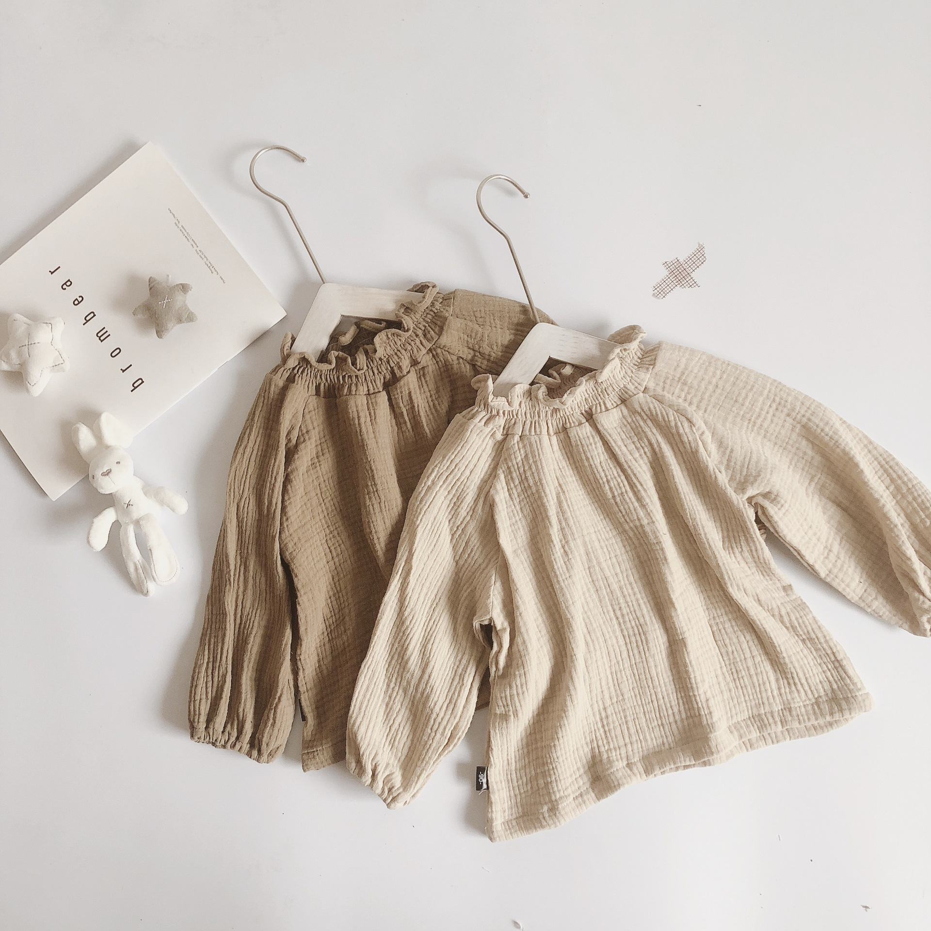 Phong cách Hàn Quốc Mùa xuân 2019 quần áo trẻ em trẻ em mới phiên bản Hàn Quốc của cổ áo cao nhỏ ren