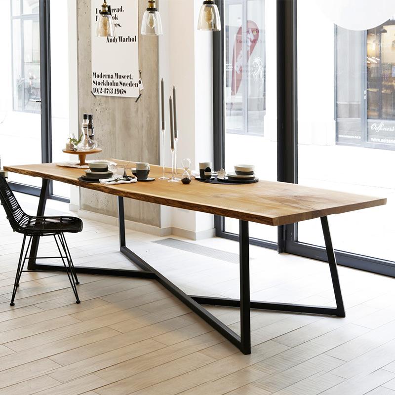 Thị trường nội thất : bàn ăn bằng gỗ kiểu dáng sáng tạo .
