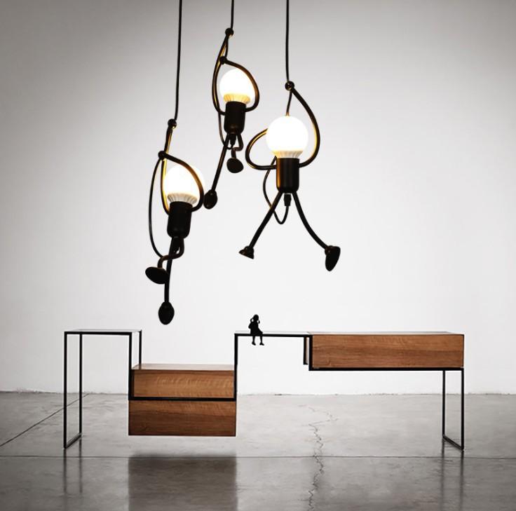 Đèn treo trần - đèn chùm bằng sắt kiểu nghệ thuật cho quán cà phê .