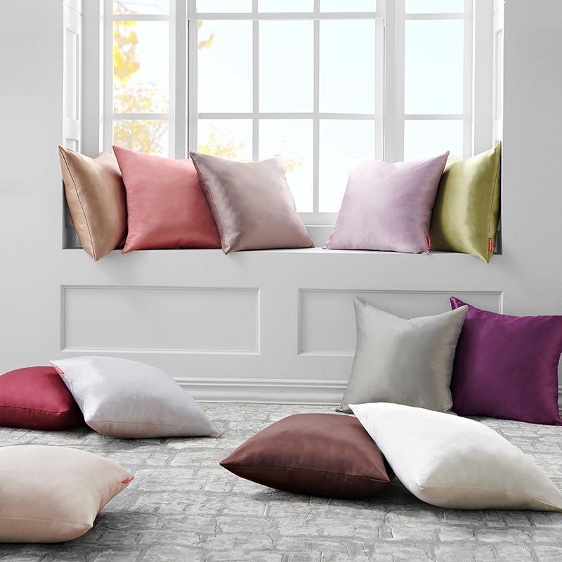 Gối ôm tựa lưng ghế sofa bằng vải lụa với Thiết kế Đơn giản và hiện đại .