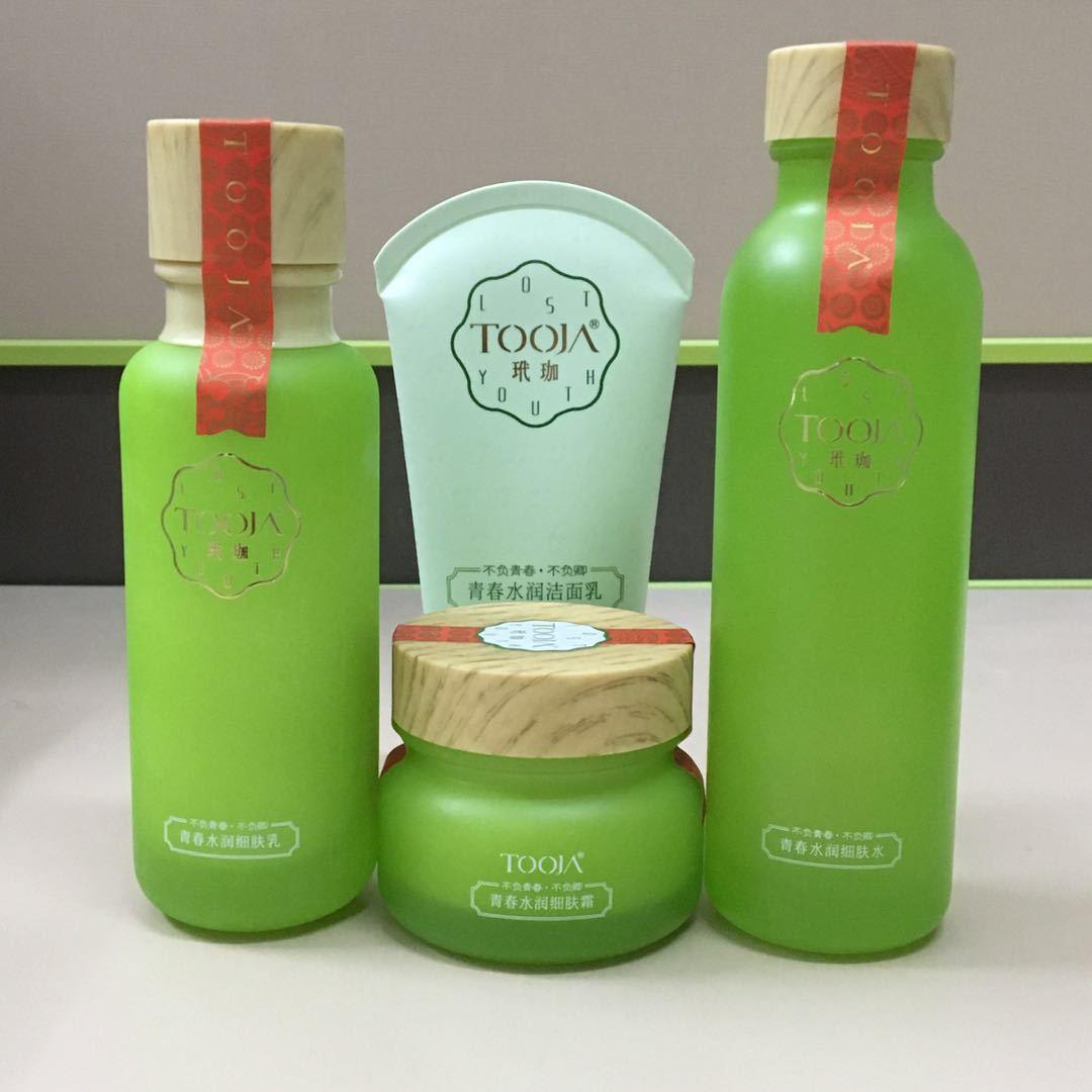 TOOJA bộ sản phẩm w kết hợp giữ ẩm trẻ trung phù hợp với bốn mảnh phù hợp với dầu kiểm soát dưỡng ẩm