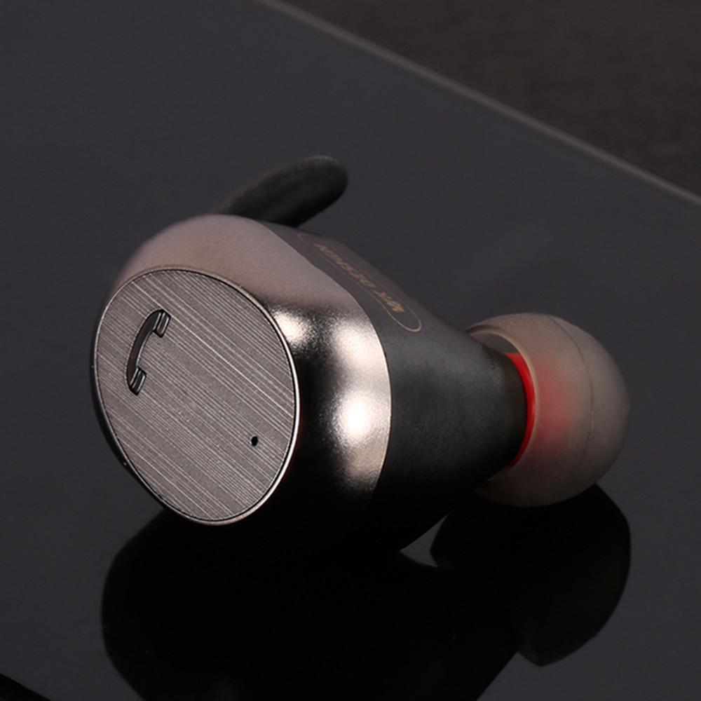 Tai nghe Bluetooth không dây , kiểu Thể Thao loại tai nghe đơn .