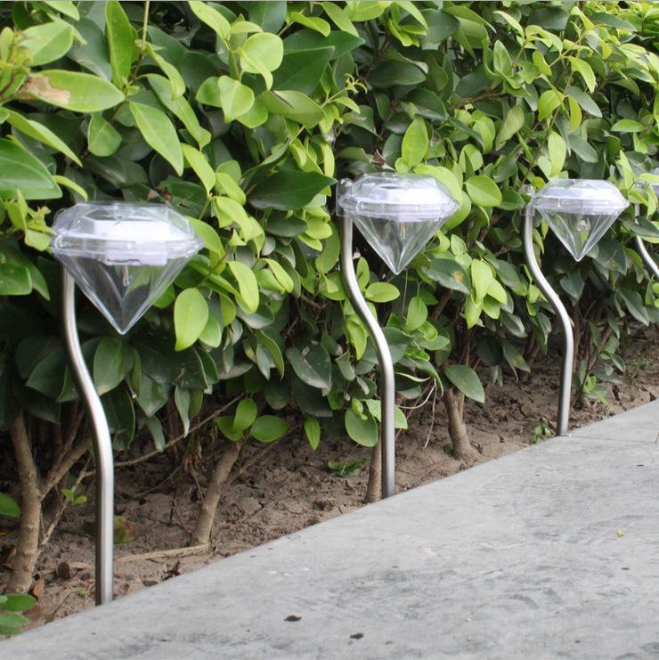 Đèn LED sân vườn dùng ngoài trời ,dùng năng lượng mặt trời .