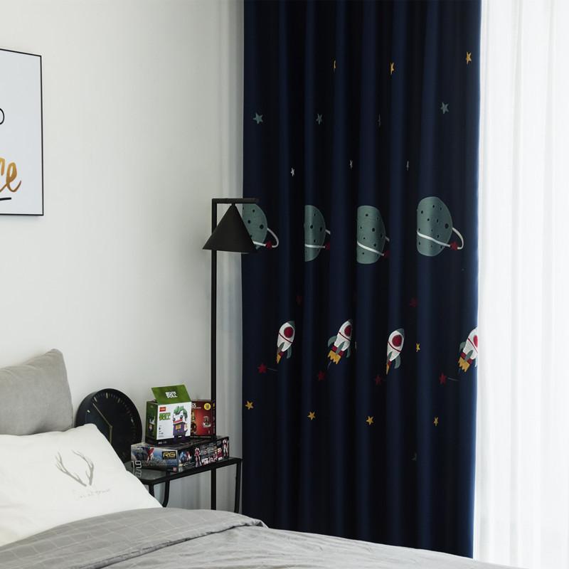HONGKUO Vải thêu Cậu bé hoạt hình màu xanh hải quân màn cao màn vải thêu rèm hoàn thành tùy chỉnh ph