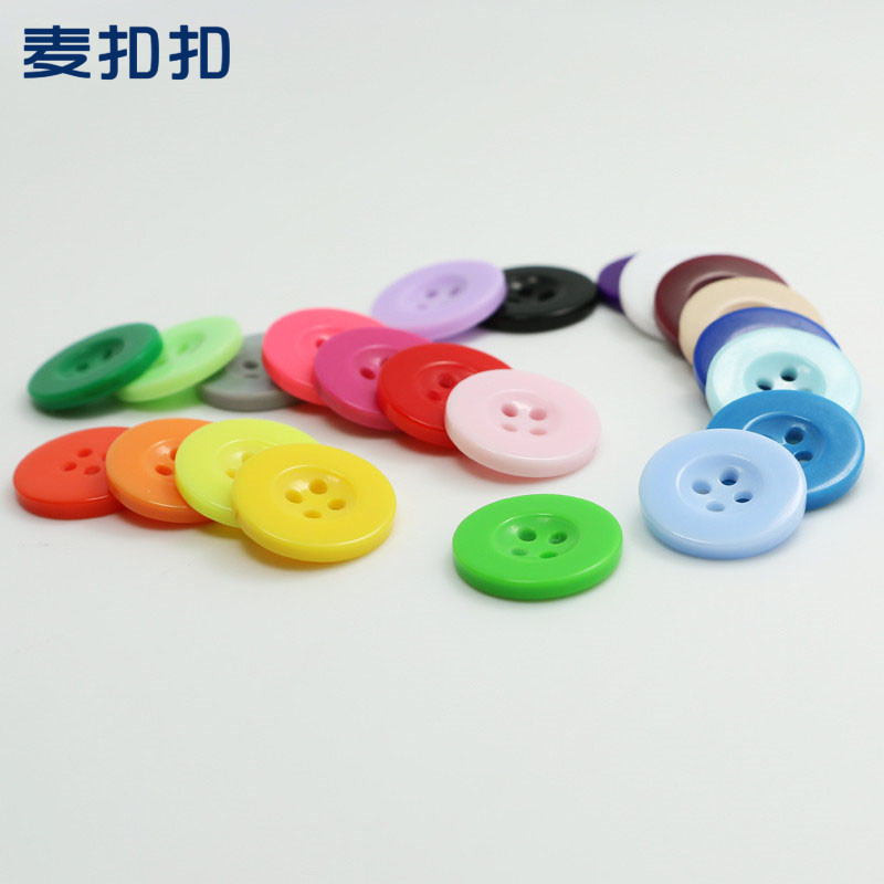 MKOUKOU Nút Điểm bán buôn màu rộng vành bốn mắt trẻ em nút nhựa nút áo sơn áo yếm nút áo