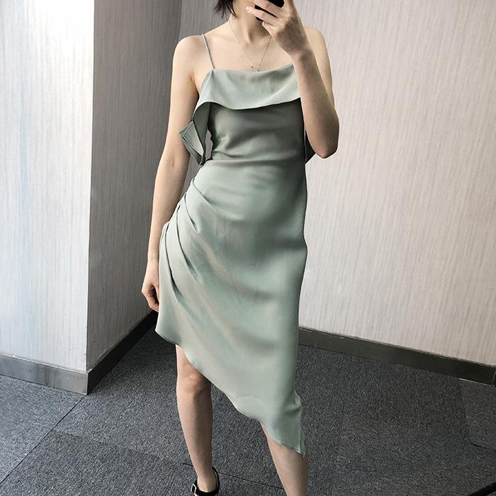 YUJI Đầm Xuân-Hè 2019 mới cao lạnh lùng trắng mỏng dây đeo vai gợi cảm không đều dây váy nữ bó sát b