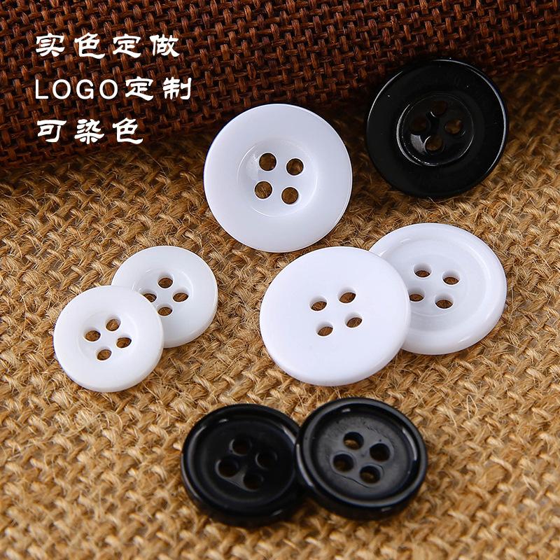 HONGXING Nút nhà sản xuất nút đen trắng bên rộng dải nhựa bốn mắt áo hai mắt nút áo quần công sở nút