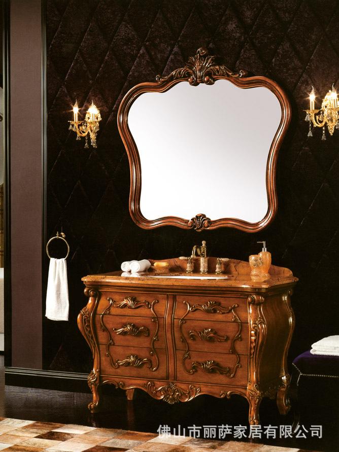 Tủ cho phòng tắm bằng gỗ rắn cổ điển VW818 .
