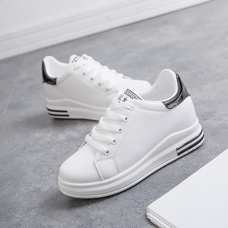 Giày tăng chiều cao Mùa thu 2018 mới của phụ nữ giày bùng nổ mẫu giày trắng nữ tăng sinh viên giày t