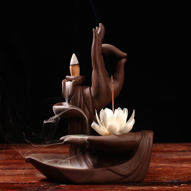 Tượng Xông Trầm hương với thiết kế bàn tay phật .