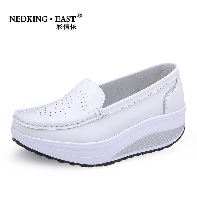 Giày bánh mì Giày rocking mới màu trắng thoáng khí giày thể thao nữ y tá giày da dày đế dày nêm đế g