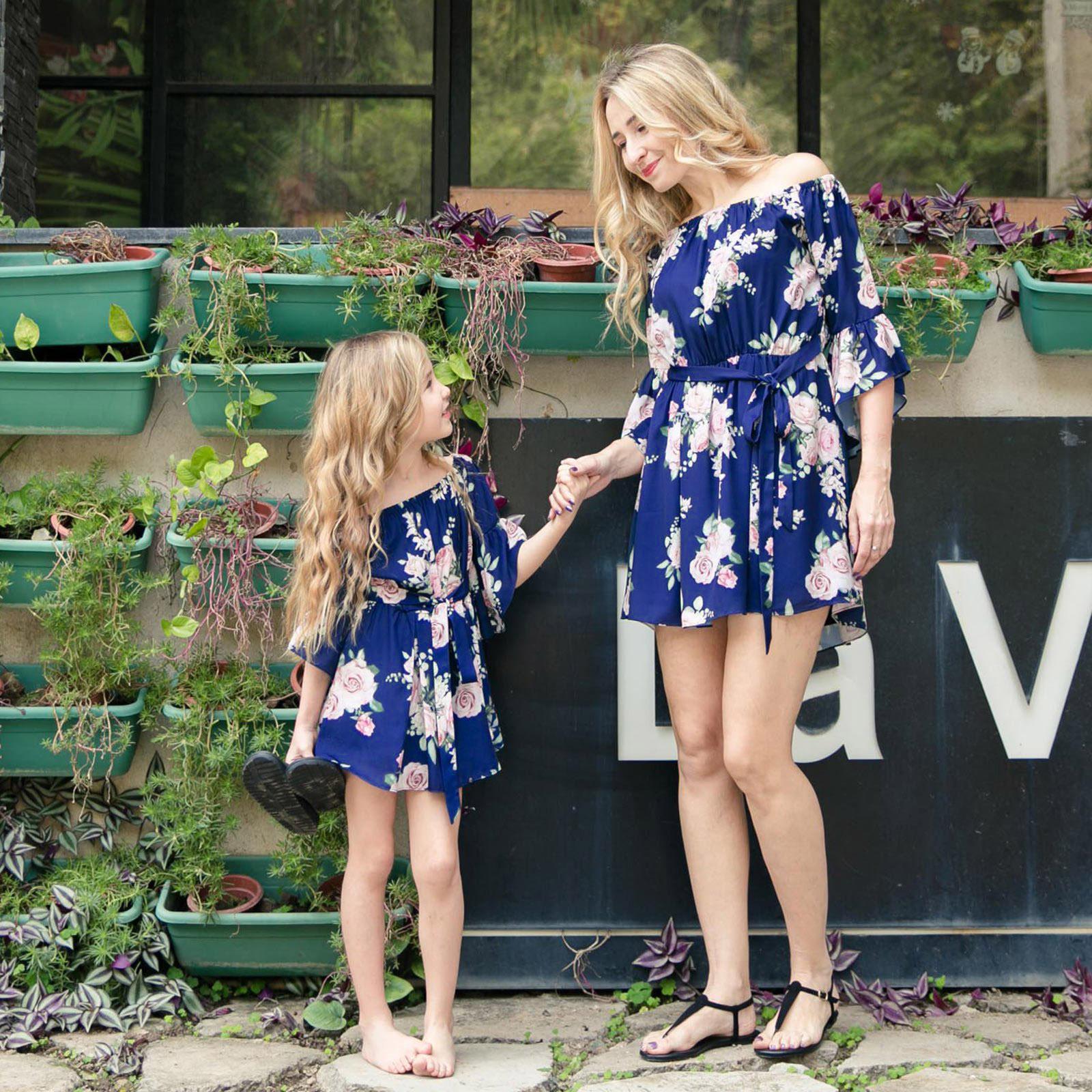 Áo thun gia đình 2019 mới ebay Châu Âu và mẹ và con gái gia đình trang bị một chiếc váy xù vai in ch