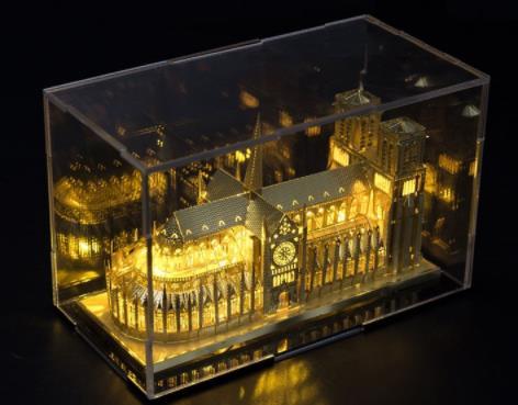 Tranh xếp hình 3D Thị trưởng về kim loại 3D, người lớn tay làm kĩ thuật ghép ráp một mô hình kiến tr