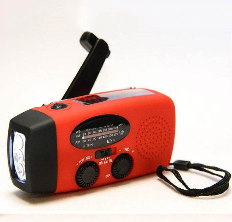 Đài phát thanh quay tay ngoài trời với đèn pin sạc radio
