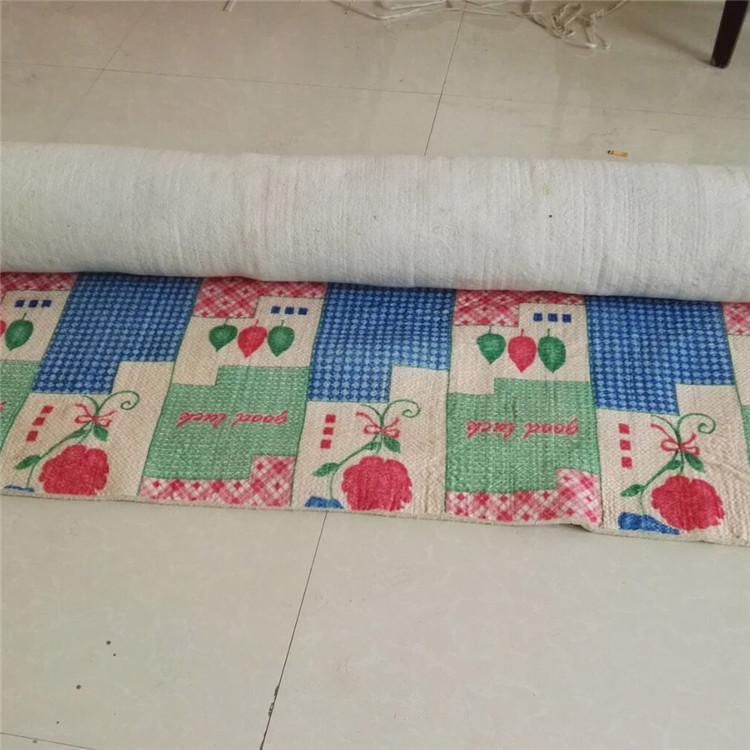 thảm lông Nhà sản xuất ra loại vải mỏng, thấm màu, nệm êm tai, chăn êm tai