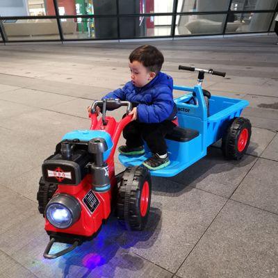 Xe đầu kéo trẻ em Bedocchi Xe điện mini .