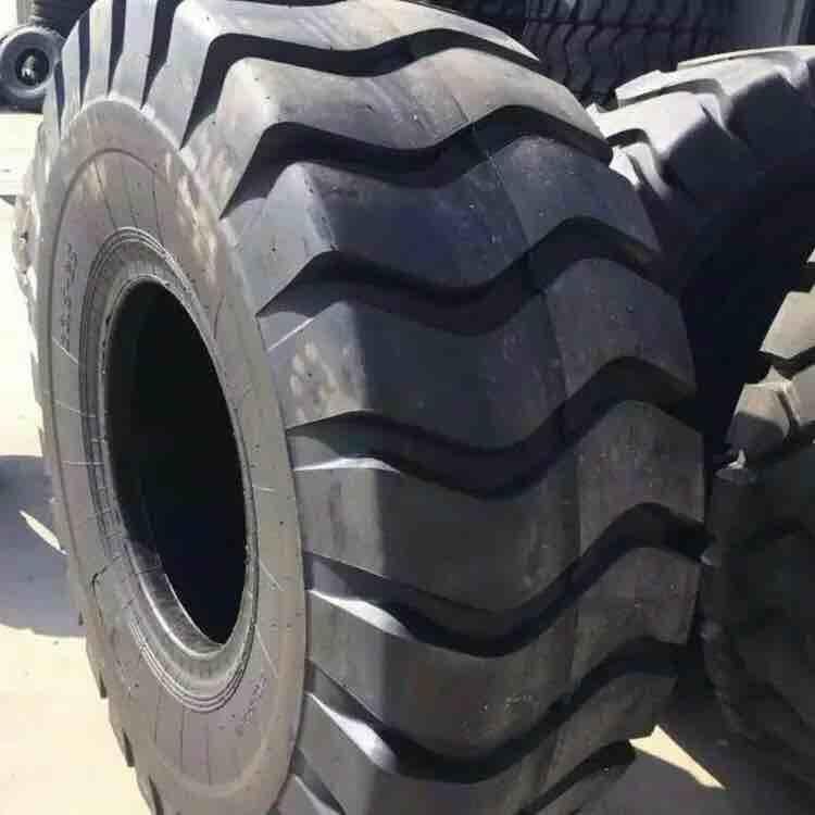 Lốp 35 / 65R33 loại lốp xe kỹ thuật dây thép chịu mài mòn chất lượng cao