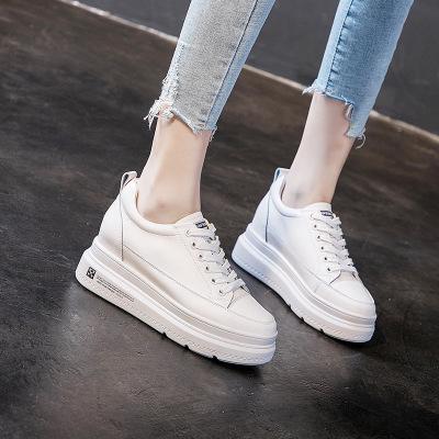 Giày trắng nữ 2019 mùa thu mới lớp da bò dày dưới đáy tăng đôi giày trắng nhỏ nữ phiên bản Hàn Quốc