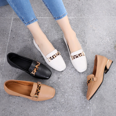 Giày trắng nữ 2019 mùa thu mới lớp da bò da báo hoang dã Giày nữ bình thường Giày nữ với giày nữ cỡ
