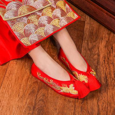 giày cô dâu Giày cũ Bắc Kinh mới thêu Giày cưới Trung Quốc Giày đế bằng màu đỏ Giày và giày nữ hàng