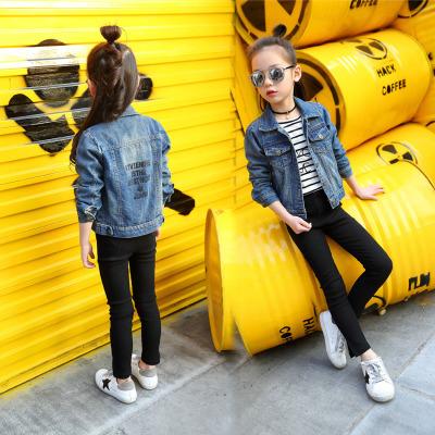 Trang phục Jean trẻ em Đàn ông và phụ nữ có cùng một đoạn áo khoác denim trẻ em quần jean mỏng màu t