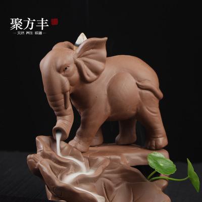 Tượng Xông Trầm hương với thiết kế hình chú voi bằng gốm .