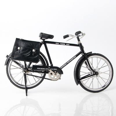 Xe đạp mô hình cổ điển C09 với túi da sáng tạo có bật lửa .