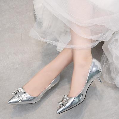 Giày GuangDong Châu Âu và Hoa Kỳ 2019 mới cưới giày cao gót vuông khóa rhinestone giày cao gót đế x