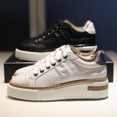 Giày Sneaker / Giày trượt ván Giày nhỏ màu trắng da nữ tăng giày thể thao thông thường 2019 mới in đ