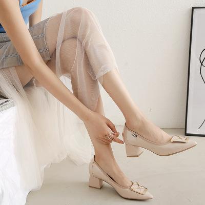 Giày GuangDong Thời trang Hàn Quốc giày nữ nhọn miệng nông với giày cao gót vuông khóa rắn màu đầu
