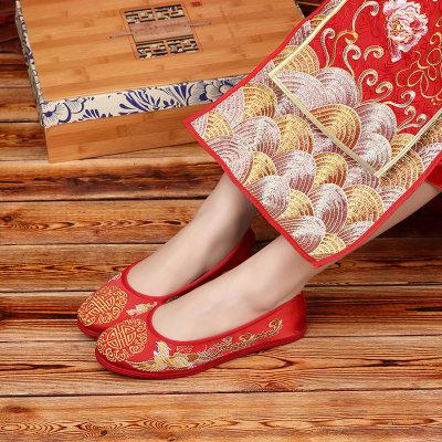 giày cô dâu Mới một thế hệ giày thêu màu đỏ cô dâu Giày cưới Trung Quốc Long Phong ngàn lớp vải dưới