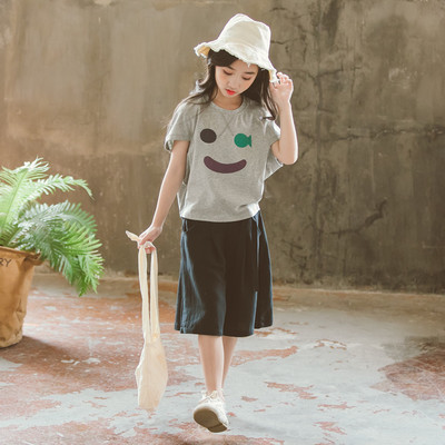 Đồ Suits trẻ em Bộ đồ bé gái mùa hè 2019 mới dễ thương nụ cười trẻ em ngắn tay áo thun ngắn hai dây