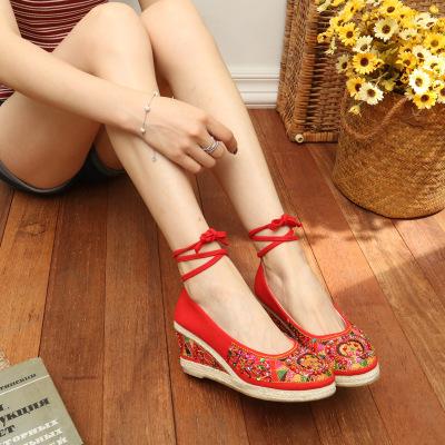 giày cô dâu Mùa xuân và mùa thu gió quốc gia giày thêu thủ công đính cườm cũ Giày vải Bắc Kinh Whe H