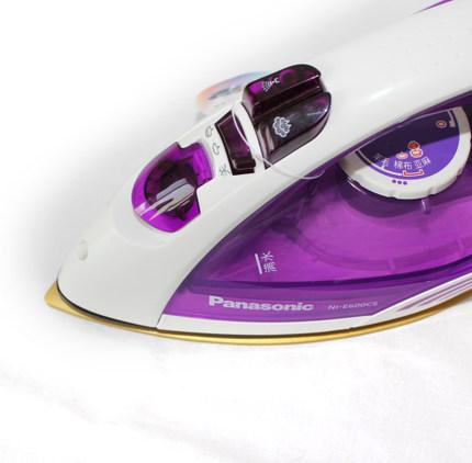 Panasonic  Bàn là, bàn ủi Bàn ủi điện thẳng đứng của Panasonic NI-E600CS tự động tắt nguồn U-ring ch