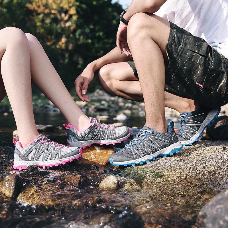 Giày thời trang thể thao đi bộ dành cho nam và nữ .