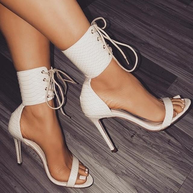 thắt dây Châu Âu và Hoa Kỳ 2018 nữ mùa xuân Dép nữ La Mã họa tiết da rắn cao gót quai ngang giày nữ