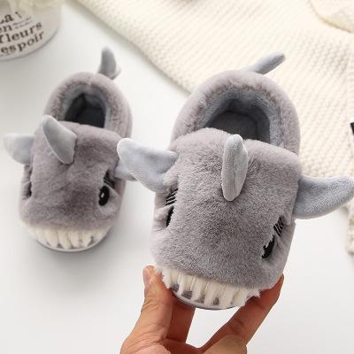 dép trẻ em  dép trẻ em mới của trẻ em hoạt hình cá mập trong túi trẻ em với lớp lót mềm mại ấm á