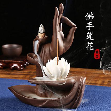 Tượng Xông Trầm và thắp hương ngược mang may mắn cho nhà .