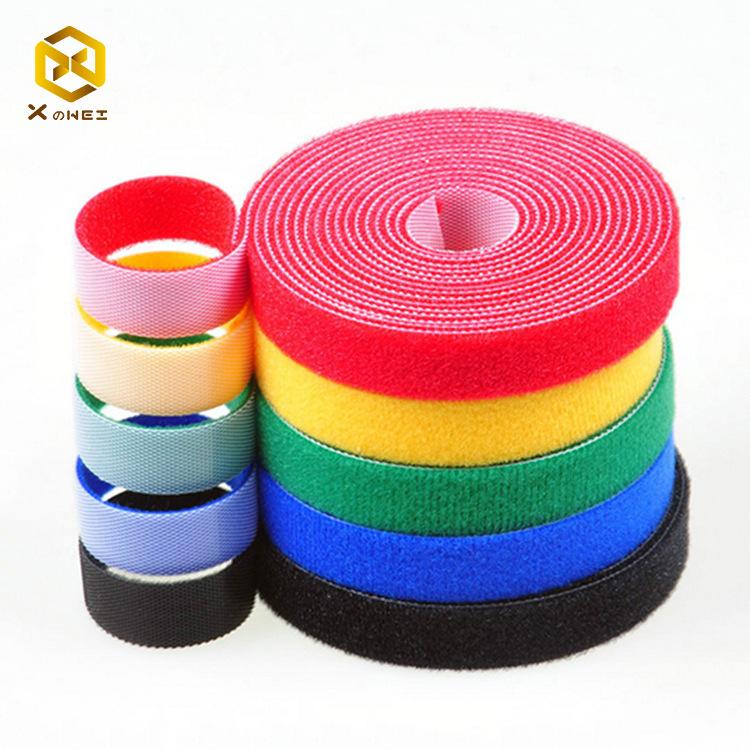 XINZHIWEI Khoá dán Nhà sản xuất Velcro tùy chỉnh nylon màu trở lại móc Velcro và cáp dữ liệu vòng dâ