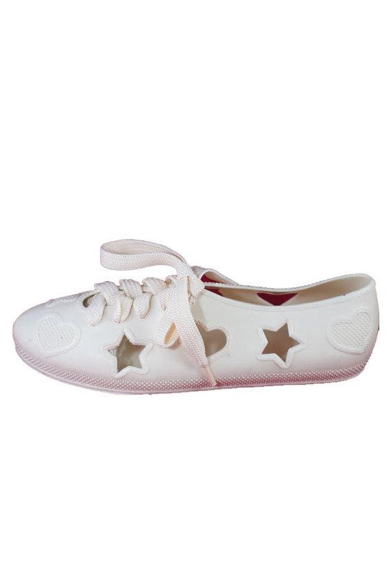 Giày ballet màu trắng kiểu dáng thời trang