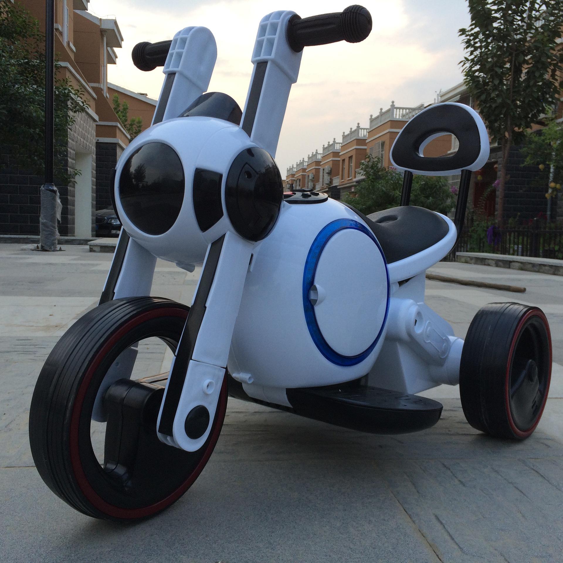 xe máy điện ba bánh kiểu dáng dễ thương .