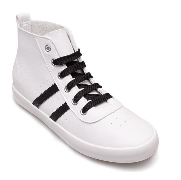 Giày thể thao da mềm kiểu dáng năng động cho bạn trẻ .