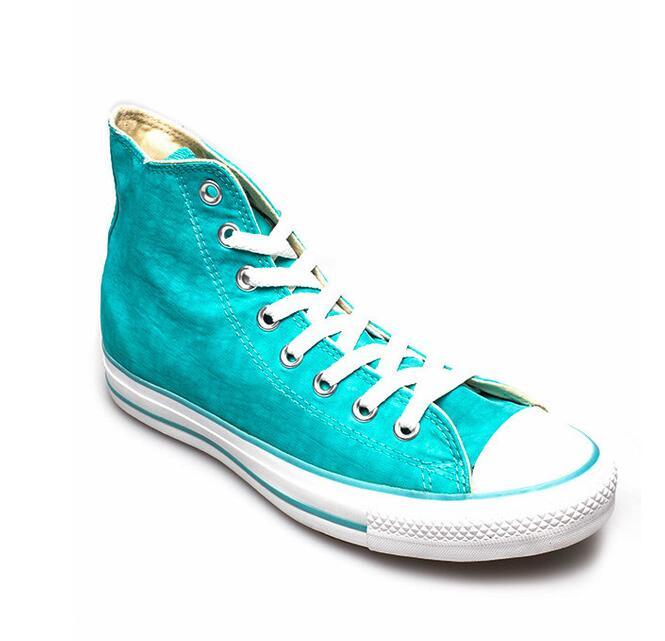 Giày thể thao kiểu Converse cao cổ