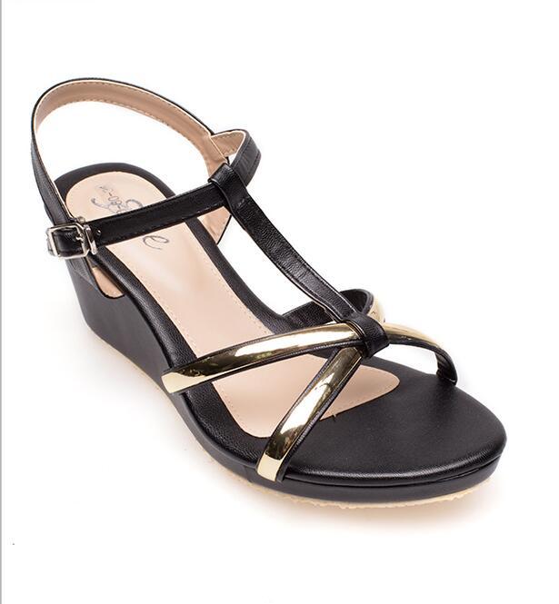 Giày sandal dây đế xuồng dành cho nữ .