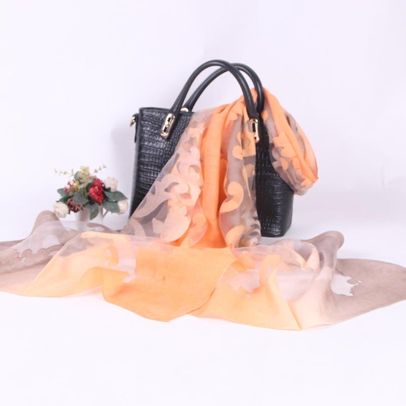 Thời trang hàn quốc cắt hoa gradient dài khăn 2018 mới mùa thu khăn lụa ladies kem chống nắng khăn c