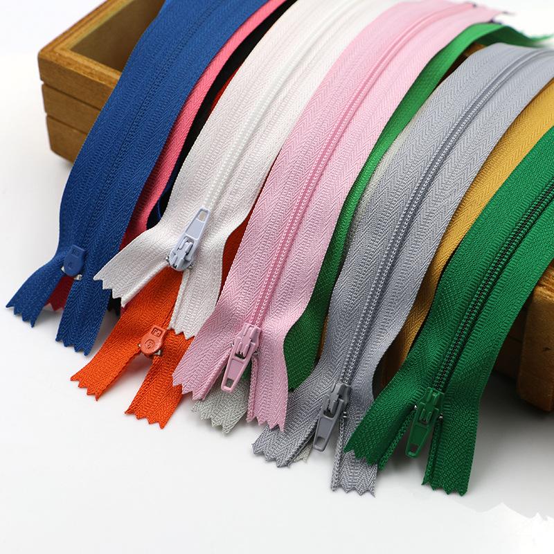 KOC Thị trường phụ kiện Nhà sản xuất cung cấp 3 # dây kéo nylon đóng đuôi quần quần áo dây kéo nhựa