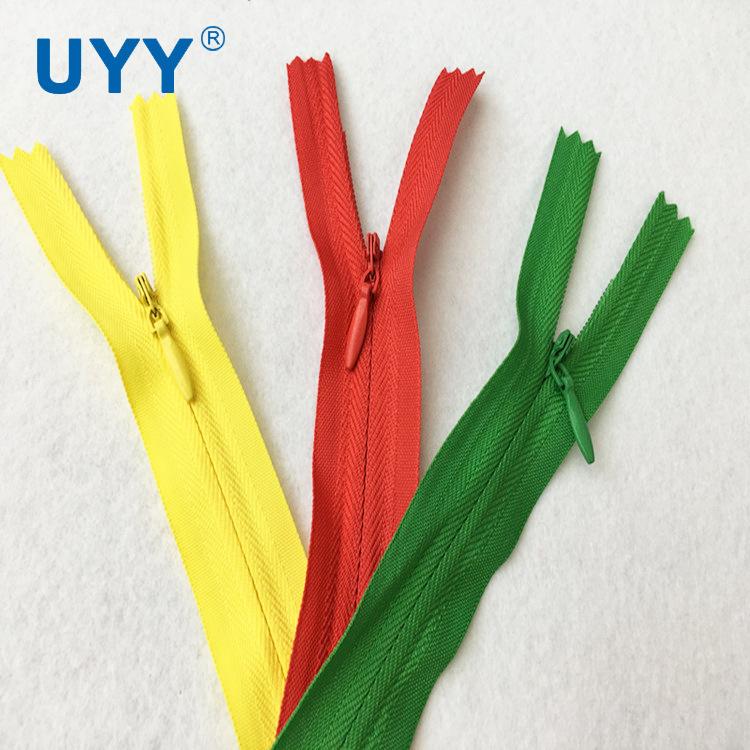 UYY Thị trường phụ kiện Nhà máy dây kéo UYY đóng trực tiếp cạnh vải 3 # vô hình nylon dây kéo túi đệ