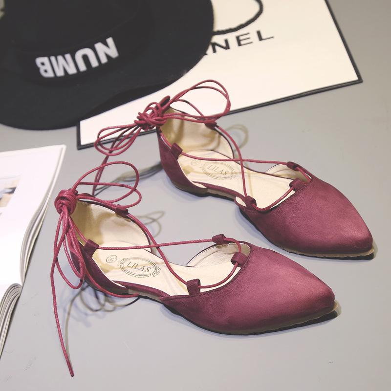 Giày Sandal dây kiểu mũi nhọn dành cho Nữ .