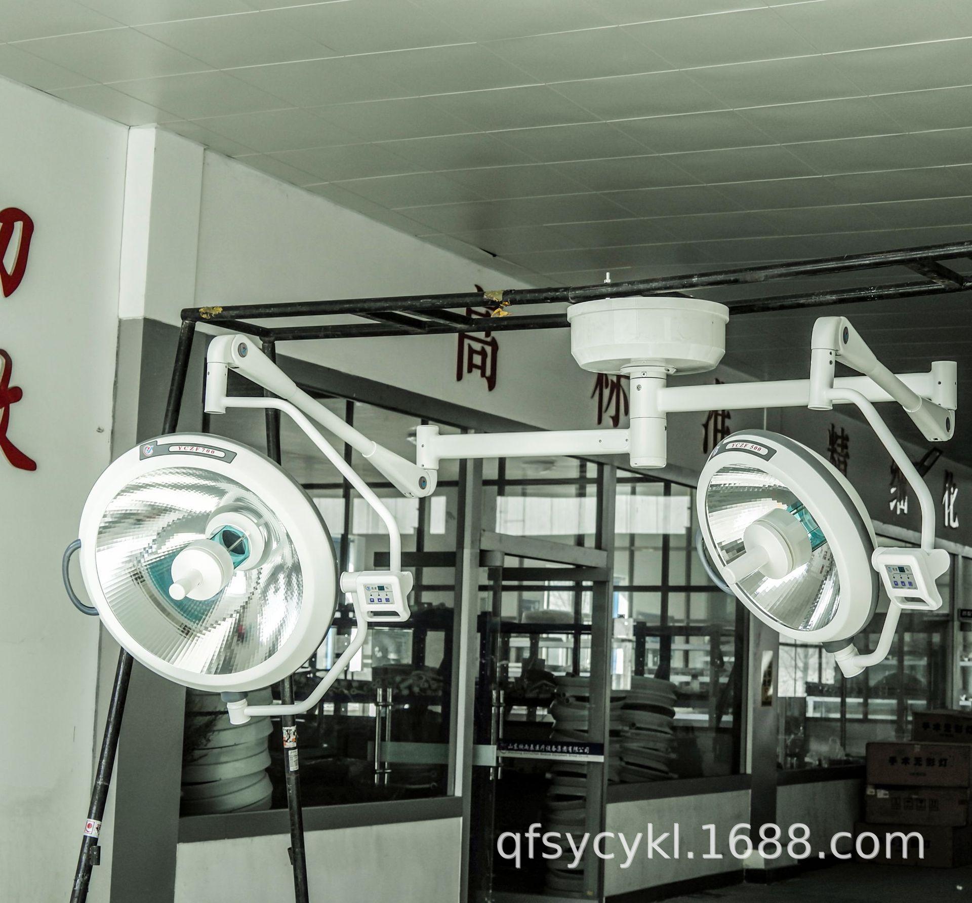 Đèn mổ treo dùng trong phòng phẫu thuật