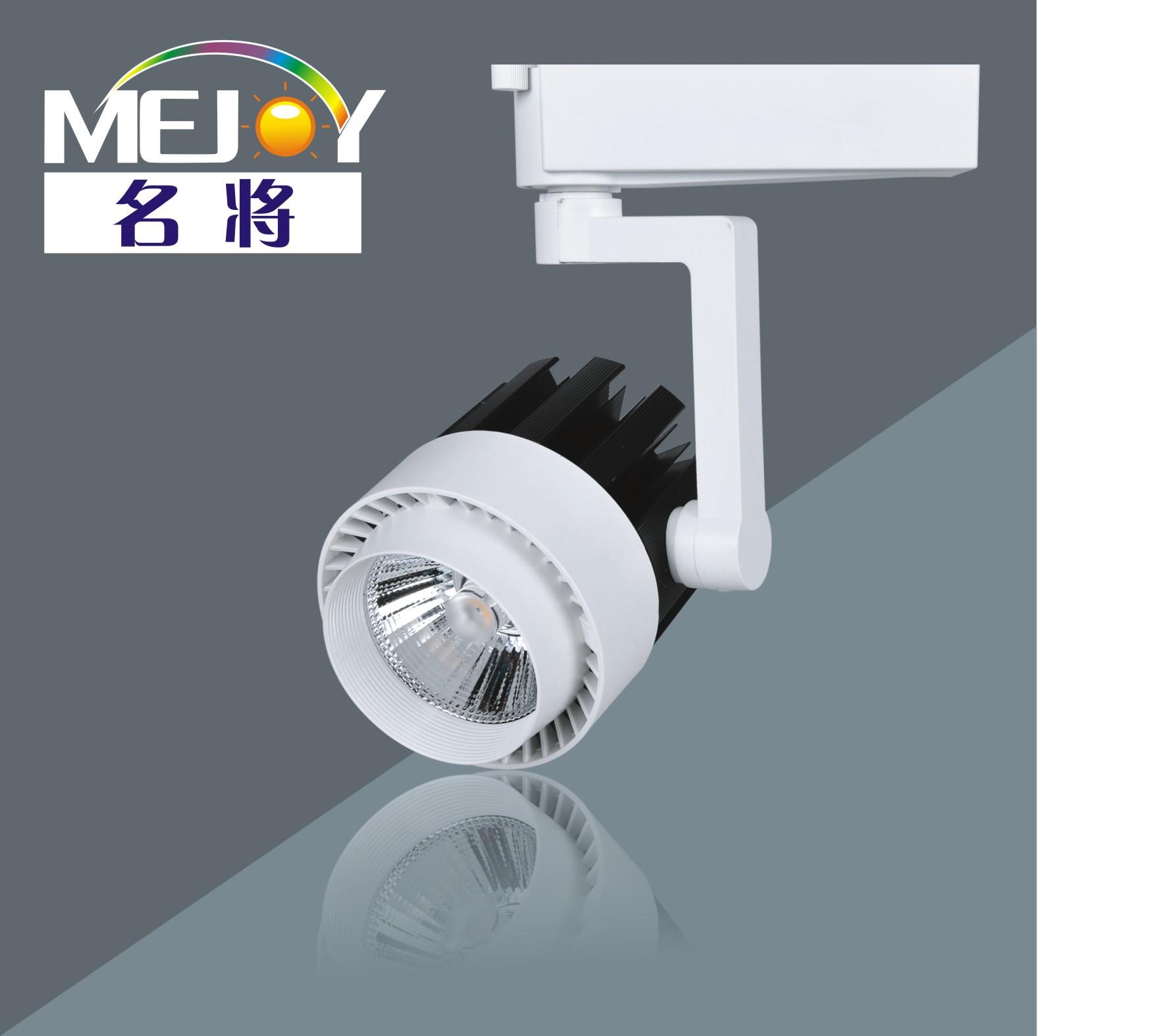 Đèn LED treo chiếu sáng , thiết kế đơn giản .